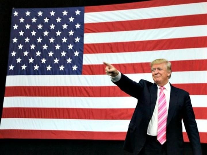 100316_0214_TrumpUnload1.jpg